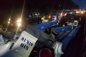 Tai nạn hy hữu khi tài xế mắc kẹt trong cabin