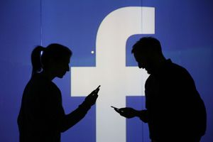 Bầu cử Mỹ 2020: Tin chính trị sai lệch bủa vây người dùng Facebook