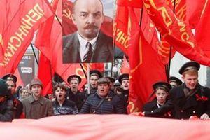 Mãi mãi đi theo ánh sáng của Cách mạng Tháng Mười