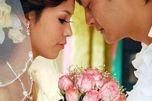 Lúc cô dâu thứ hai bước vào tiệc cưới, tôi bàng hoàng sửng sốt khi bí mật bị phơi bày trước cả nghìn người