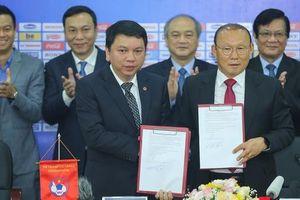 Thời khắc hàng triệu người hâm mộ Việt Nam chờ đợi HLV Park Hang Seo thực hiện