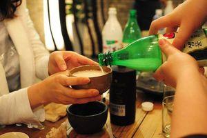Hàn Quốc hạn chế người dân uống rượu bia