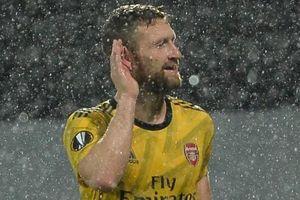 Arsenal thoát thua trước đội bét bảng tại Europa League