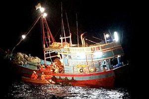 Kịp thời cấp cứu ngư dân bị nạn trên biển