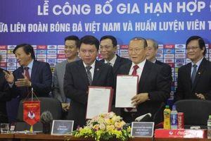 HLV Park Hang-seo chính thức đi vào lịch sử bóng đá Việt Nam