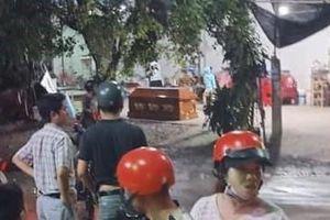 Nhóm người lạ mang quan tài đặt trước nhà dân ở Tây Ninh