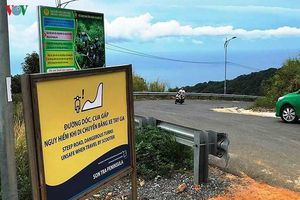 Cấp thẻ cho người dân, khách du lịch tham quan bán đảo Sơn Trà