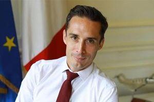 Pháp: Đánh thuế môi trường lên giá vé máy bay