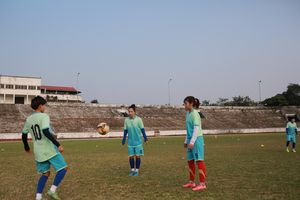 Thực trạng đáng buồn của bóng đá nữ Thái Nguyên: Cầu thủ đi giày cũ rách, ước mơ có 1 đôi 'xịn' như trong bộ sưu tập giày của Đoàn Văn Hậu