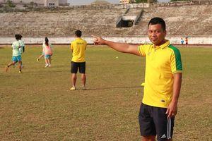 HLV trưởng đội nữ Thái Nguyên: 'Nhiều cầu thủ bỏ bóng đá đi làm công nhân vì quá khó khăn'