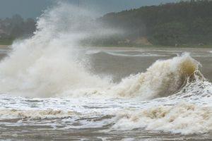 Sơ tán hàng nghìn hộ dân trước khi bão số 6 đổ bộ