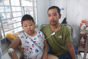 Không có tiền ghép tủy, cậu bé lớp hai vừa mất mẹ vì ung thư đối mặt với tử thần