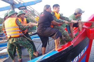 BĐBP Quảng Ngãi giúp dân ứng phó bão số 6