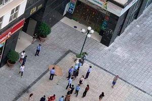 Hà Nội: Cụ bà 60 tuổi, rơi từ tầng cao chung cư Dương Nội xuống đất tử vong