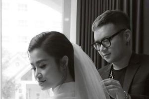 NTK Chung Thanh Phong 'nâng khăn sửa áo' cho Đông Nhi trong ngày ăn hỏi