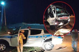 Xe CSGT Kon Tum bị tông lọt xuống mương thoát nước