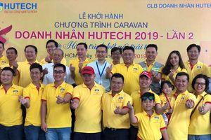 Caravan Doanh nhân HUTECH trao học bổng học sinh nghèo