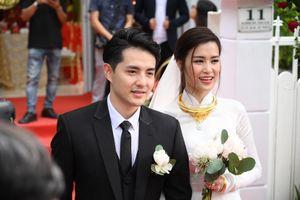 Hai mẫu váy cưới đặc biệt của Đông Nhi