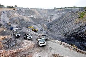 Sạt lở đất đá làm 4 công nhân thiệt mạng