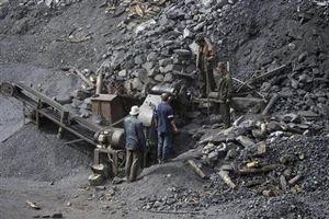 Quảng Ninh: Sạt lở hàng nghìn m3 đất, 4 công nhân tử vong tại chỗ