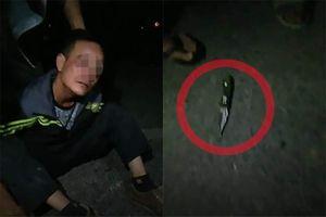 Gã đàn ông dùng dao khống chế thiếu nữ cướp điện thoại trong đêm