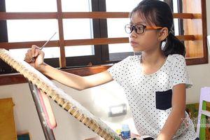 Cô bé Quảng Bình không đến trường mở triển lãm tranh ở tuổi 11
