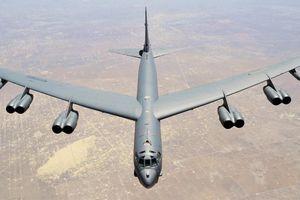 Cận cảnh quy trình bảo dưỡng máy bay ném bom B-52H của Mỹ