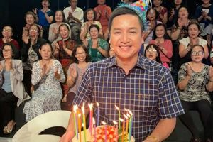 Chí Trung nghẹn ngào khi được chúc mừng sinh nhật ở Ký ức vui vẻ