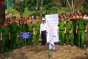 Kỷ niệm 60 năm Bác Hồ phát động trồng cây:1.200 người trồng cây ơn Bác