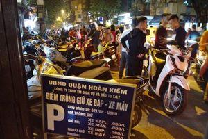 Gửi 1 xe máy, bị thu tới 40 nghìn đồng giữa Thủ đô