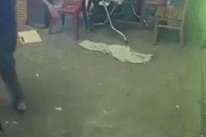 Côn đồ đập phá quán nhậu vì nhân viên phục vụ chậm