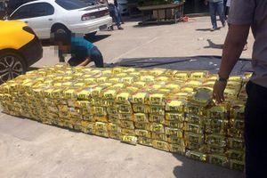 Bắt 2 kẻ vận chuyển 220 bánh heroin