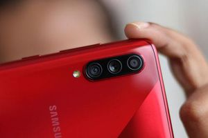 Cận cảnh Samsung Galaxy A70s: 3 camera sau, pin 4.500 mAh, RAM 8 GB, giá 9,45 triệu