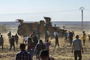 Liên quân Nga – Thổ Nhĩ Kỳ tuần tra chung ở Bắc Syria bị dân chúng người Kurd tấn công bằng gạch đá