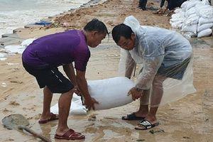 Bão số 6 áp sát đất liền: Gió giật dữ dội kèm mưa lớn, sóng biển ở Phú Yên cao 6-8 m