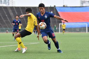 Đá kém bị loại, cầu thủ U19 Thái Lan còn hung hăng bỏ bóng đá người