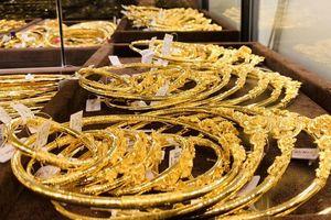 Giá vàng đang rơi xuống đáy