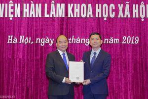Thủ tướng trao quyết định bổ nhiệm Chủ tịch Viện Hàn lâm KHXH Việt Nam