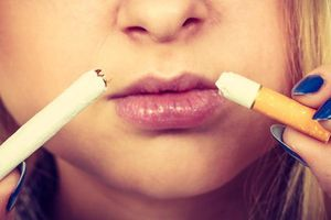 Tại sao hút thuốc lá làm thâm môi?