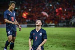 Thái Lan đấu với tuyển Việt Nam trong cơn bĩ cực