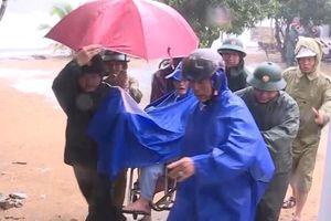 Lực lượng Công an giúp dân khắc phục thiệt hại ban đầu bão số 6