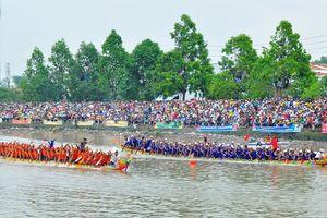 Hàng trăm ngàn người đến Sóc Trăng xem đua ghe ngo