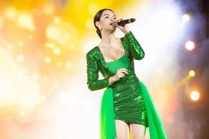 Ngắm gu thời trang ngày càng gợi cảm của Phạm Quỳnh Anh