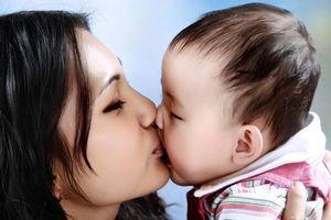 Chị em hoang mang về loại virus lây qua đường hôn, ảnh hưởng tới trẻ nhỏ