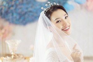 Á hậu Hoàng Oanh kết hôn cùng bạn trai Tây vào tháng 12