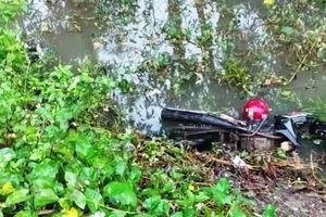 Phát hiện thi thể nam thanh niên nằm dưới mương nước