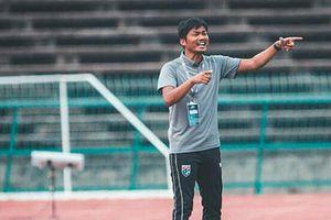HLV tuyển U19 Thái Lan Sritharo từ chức