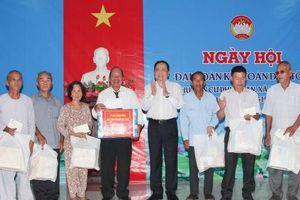 Đồng chí Trần Thanh Mẫn dự Ngày hôịĐại đoàn kết toàn dân tộc tại ấp Phú Xuân, xã Thạnh Hòa, huyện Phụng Hiệp