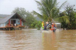 Sơ tán hàng trăm người dân khỏi vùng mưa lũ bão số 6