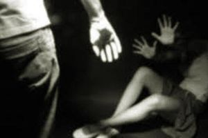 Gã đàn ông lừa bé gái bán vé số rồi cưỡng bức, cướp tài sản